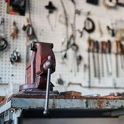 Korjaamokoneet, työkalut ja tarvikkeet